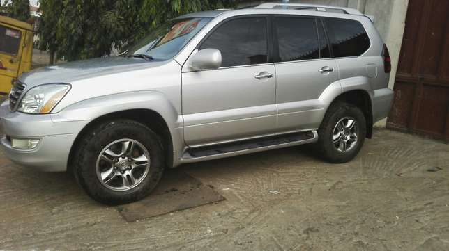 Nigerian used toyota Lexus first body very clean Agege - image 4