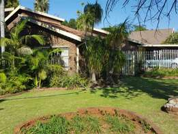 Very neat, low maintenance family home up for sale in Karenpark.