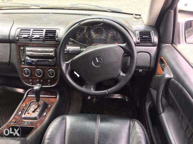 Mercedes ML350 Locally Used 2005 For Quick Sale Asking Price 1,800,000 Lavington - image 7