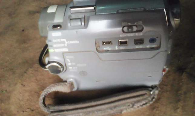 HD camcorder for sale,Good quality for TV,,records tapes and sd Nairobi West - image 5