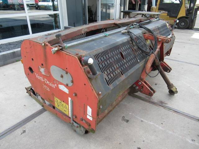 Verti-Drain 7526 beluchtingsmachine - 1998