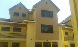 5 bedrooms townhouse to let