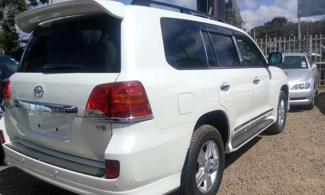 Landcruiser V8 pearl white on sale at Skybridge logistics ventures Kileleshwa - image 2