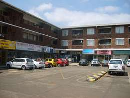 Pretoria North.Flat to let. Older but spacious 2 bed, 1bath, parking