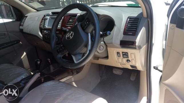 Toyota Hilux Double cab KCP number 2011 Model. Facelift 2016 Loaded w Mombasa Island - image 8