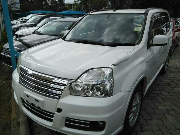 2009 x-trail purl white,a (axis Autech)with leather seats.2000cc. Lavington - image 6