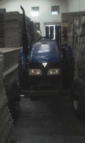 Tractor Selling for Half Price Donholm - image 2