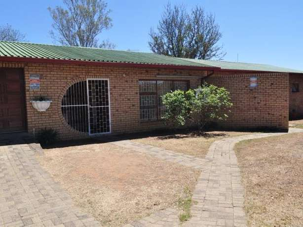 House for sale in Hospitaal park Ladysmith Ladysmith - image 1