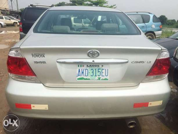 Neatly used 2005 Toyota Camry with good Lagos Mainland - image 1