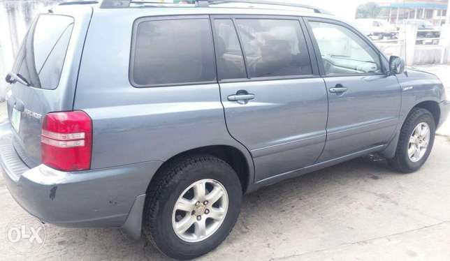 A very clean & neat, Toyota Highlander limited edition, 2001 model Effurun - image 2