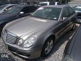 Clean 2009 Mercedes Benz E200