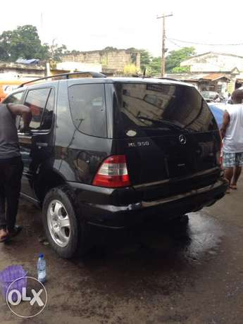 Tokunbo Mercedes Benz ML350 leather interior with 3 row sit Apapa - image 2