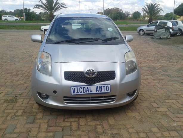 2008 Toyota Yaris T3 Automatic For Sale R70000 Is Available Benoni - image 4