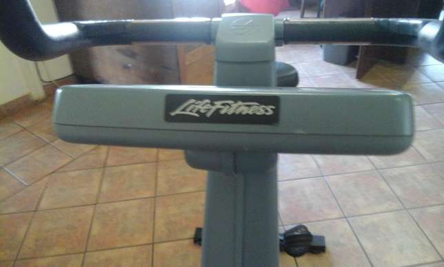 Used Life Fitness Exercise Bike for sale Heidelberg - image 8