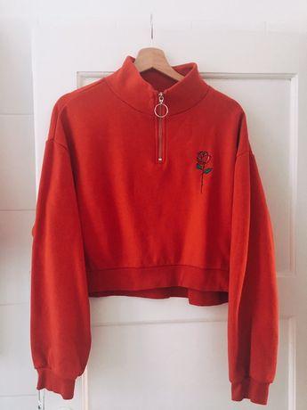 czerwona bluza z roza