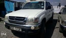 Quick sale on a very clean toyota hilux pickup double cabin vigo 4WD