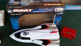 High speed boats for kids,remote / radio controlled. Small size