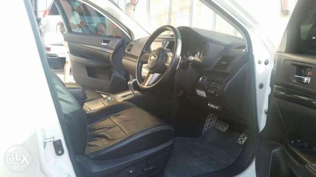 Toyota Ist Black colour 2010 model. KCP number Mombasa Island - image 3