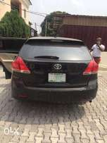 a clean nigerian used 09 toyota venza for sale