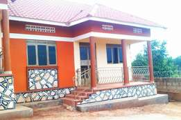A 2 bedroom house in buwaate at 400k