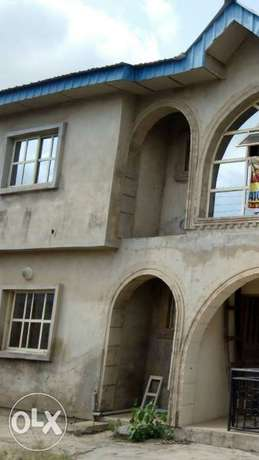 For sale: oneup one dawn of 4bedroom flat Ibadan South West - image 2