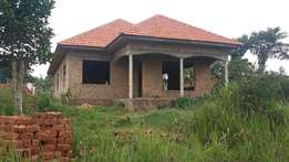 This house under construction on sell in Kira Nsasa