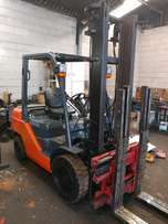 TOYOTA 7FD30 - 3 ton petrol forklift for sale!