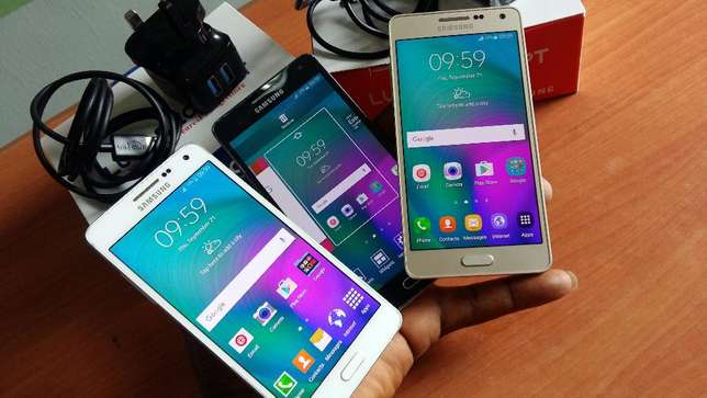 Neat Samsung Galaxy A5 Dual Sim with Charger Lagos Island West - image 1