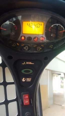 2014 Bobcat skidsteer with only 430 hours, bucket and forks attachment Kempton Park - image 3