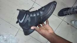size 7 new nike sneakers