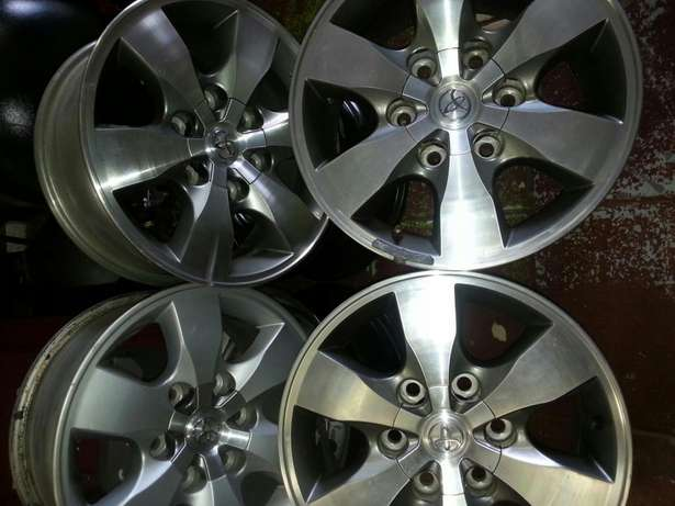 Fortuner mags 16 inch with centre caps on sale Pretoria West - image 3