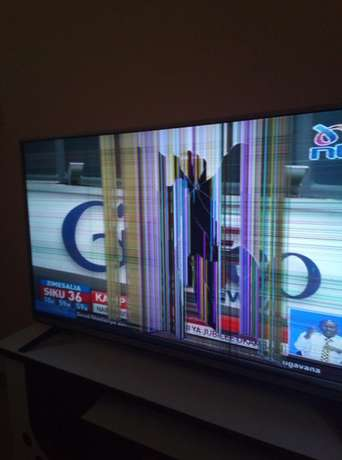 "43"" LG TV with a cracked screen Ruai - image 1"