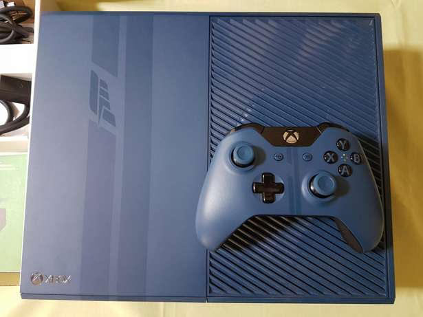 Xbox 1tb Forza 6 special edition and 4 games Bryanston - image 3