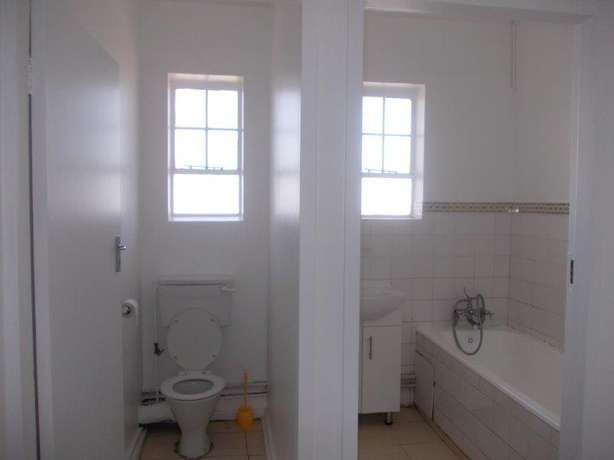 1.5 bedroom unit in South Beach Durban - image 5