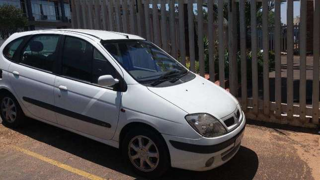 Renault scenic spares 2.0 automatic 2000 model for stripping Brakpan - image 1