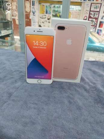 iPhone 7 plus 128 GB like new with box charger headphone