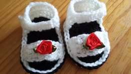 Baby sandals with rose detail
