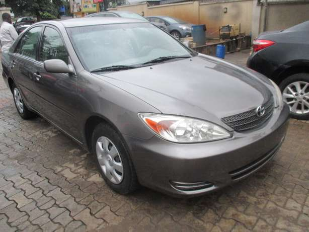 Very Clean Toyota Camry 03, Tokunbo Lagos Mainland - image 2
