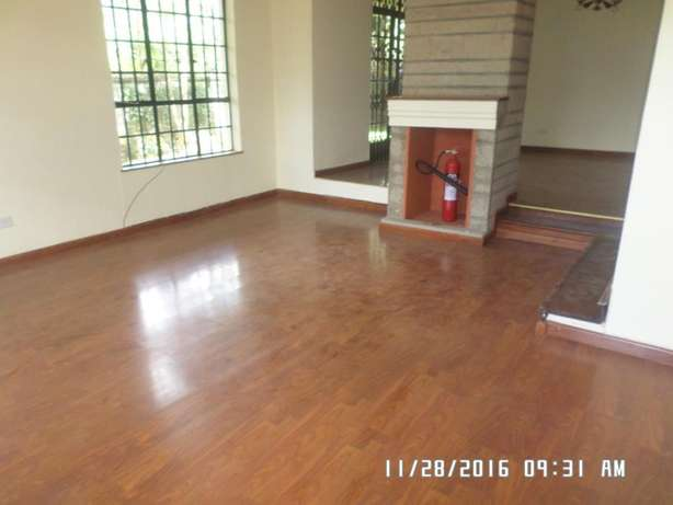 A 4 bed, all en-suite townhouse with 2 SQs in Lavington green for rent Lavington - image 3