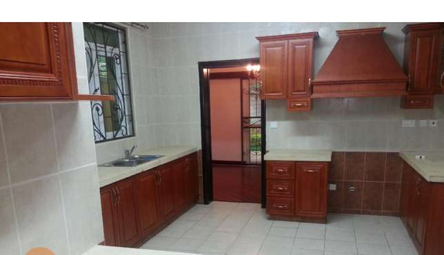 A 5 bed townhouse all en-suite with SQ for rent in Lavington Lavington - image 4