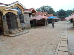 Spacious Town Hse 4bd all ensuite dsq to let in kilimani