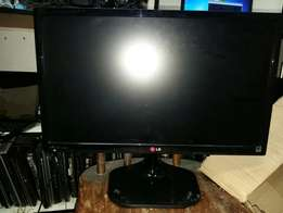 Very clean good clean desktops screens for for only 700 rand only