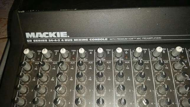 Mackie 24 channels mixer with 200w power supply Ruiru - image 5