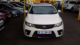 2012 White kia Cerato Koup 2,0 for sale