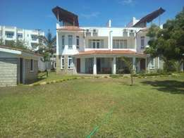 3 bed room executive furnished villa in nyali.