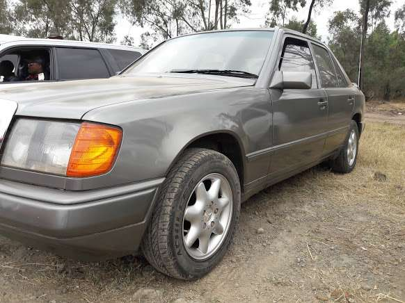 Classic Mercedes Benz E230 on sale Westlands - image 3