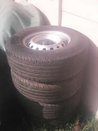 4 x 4 Tyre very good condition size 255/70 R16 75% to use on the tyre Florida - image 1