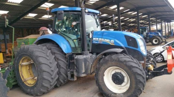 New Holland t 7 200 - 2012