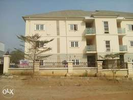 A tàstefully finished 3bedroom flat at Lifecamp district by Trem churc