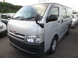 Toyota hiace 2010 2wd at 2.5m